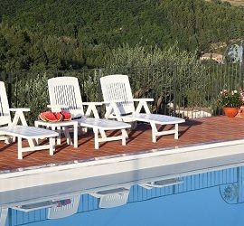 Agriturismo con piscina - Assisi